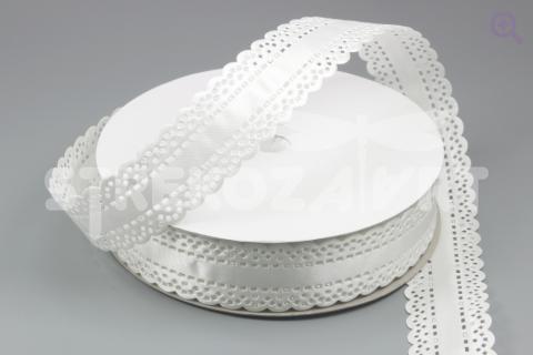 Лента декоративная 25мм, атлас, рисунок: выбитый край, цвет: белый